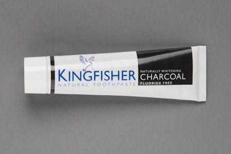 Bělící zubní pasta bez fluoru saktivním uhlím